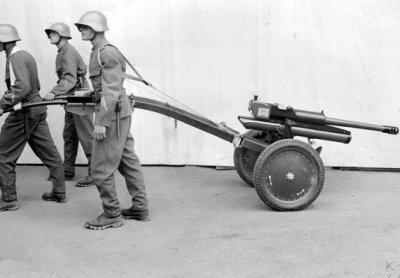 Canon d'infanterie 4,7 cm  sur roues