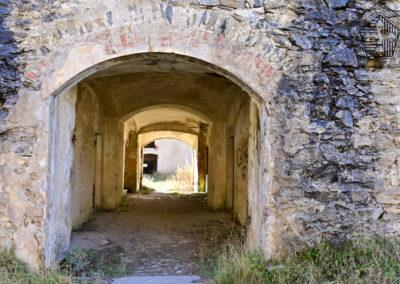 fort de Colle Alto - passage à travers la caserne de proximité