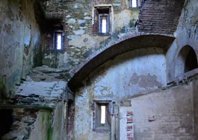 fort de Colle Alto - accès aux étages et sanitaires