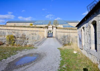 Fort des Trois-Têtes - corps de garde et porte