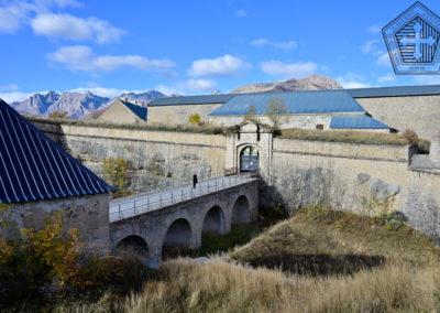 Fort des Trois-Têtes - Courtines et porte