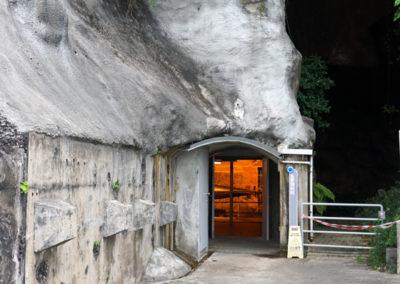 2016.10.17 -HK - Shau Kei Wan - Fort Lei Yue Mun - Caverne de la batterie lance-torpille de type Brennan(3).JPG